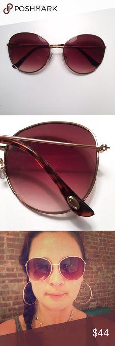 Oscar de la Renta Stylish Sunglasses brown lens Oscar de la Renta Stylish Sunglasses brown gradient lens with gold trim, tortoise arms, around ear piece. Excellent condition, worn a couple of times. Oscar de la Renta Accessories Sunglasses