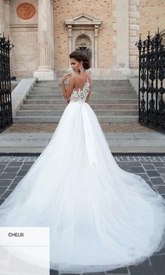 Milla Nova Chelsi : buy this dress for a fraction of the salon price on PreOwnedWeddingDresses.com