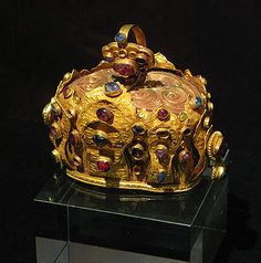 Golden Crown, Ming Dynasty, Yunnan Provincial Museum, Kunming.  This splendid golden crown illustrates the amazing richness of China during the Early Ming period, when even local kings had access to wealth that would have been almost unimaginable in earlier times.