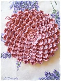 Pretty petals potholder.  Pattern can be found here:   http://web.archive.org/web/20080622053832/www.angelfire.com/folk/celtwich/Prettypetals.html