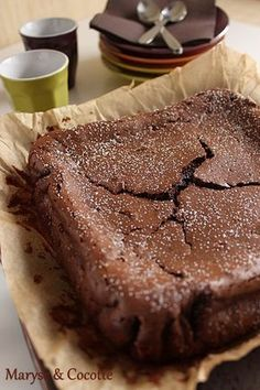 Chocolate cake and mascarpone by Cyril Lignac - Mmmm . - Chocolate cake and mascarpone by Cyril Lignac - Mmmm . No Cook Desserts, Delicious Desserts, Yummy Food, Sweet Recipes, Cake Recipes, Dessert Recipes, Chocolate Desserts, Chocolate Cake, Love Food