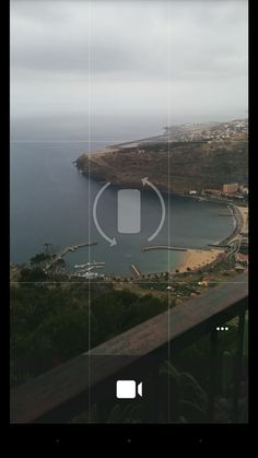 Google Camera - Shows a rotate icon while phone is vertical and in video mode, encouraging you to record proper horizontal videos.