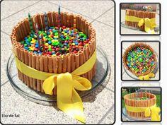 Um aniversário feliz ... e um bolo de chocolate com pintarolas, amor e carinho Receita: http://flordesall.blogspot.pt/2014/10/um-aniversario-feliz-e-um-bolo-de.html