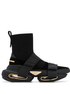 Sneakers Fashion Outfits, Fashion Socks, Casual Sneakers, High Top Sneakers, Sneakers Nike, Hype Shoes, Men's Shoes, Shoe Boots, Balmain Shoes Men