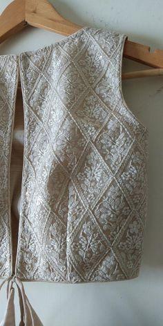 Lengha Blouse Designs, Fancy Blouse Designs, Blouse Neck Designs, Blouse Styles, Latest Saree Blouse Designs, Latest Blouse Patterns, Indian Blouse Designs, Indian Fashion Dresses, Indian Outfits