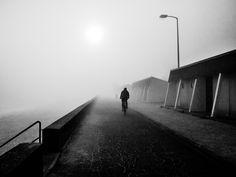 Il rentre chez lui, vers le brouillard