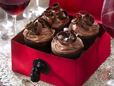 Wine and chocolate are two peas in a pod, which means these chocolate wine cupcakes are absolutely heavenly. Garnish the top of the cupcakes with chocolate curls. Cupcake Flavors, Cupcake Recipes, Cupcake Cakes, Dessert Recipes, Cupcake Ideas, Cup Cakes, Dessert Ideas, Wine Recipes, Healthy Desserts
