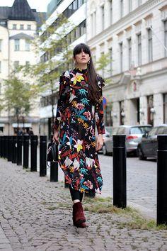 Get this look: http://lb.nu/look/8566159  More looks by Paz Halabi Rodriguez: http://lb.nu/pazhalabirodriguez  Items in this look:  Zara Hop Earrings, Zara Black Bag, H&M Printed Ruffle Midi Dress   #casual #chic #street #blogger #newpost #santiago #chile #barcelona #madrid