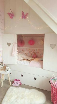 I 'm in LVE with my daughter her bed now with the shutters Enjoy your evening! Bedroom Nook, Girls Bedroom, Bedroom Ideas, Little Girl Rooms, Kidsroom, Cool Rooms, My Dream Home, Bunk Beds, Diy Furniture
