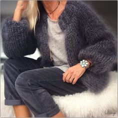 Mohair sweater and dark denims Chunky Knit Cardigan, Mohair Sweater, Mode Outfits, Casual Outfits, Knit Fashion, Womens Fashion, Winter Wear, Winter Outfits, Knitwear