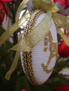Witam w ten piękny listopadowy dzień. W Ściborówce praca wre, a głowa cały czas pracuje, aby coś nowego stworzyć. Dzisiaj chciałam Wam ... Cross Stitch Floss, Xmas Cross Stitch, Cross Stitch Boards, Just Cross Stitch, Cross Stitch Finishing, Cross Stitch Art, Cross Stitch Embroidery, Cross Stitch Patterns, Cross Stitch Christmas Ornaments