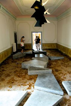 martin boyce: no reflections Art Installations, Installation Art, Exhibition Ideas, Contemporary Art Daily, Floors, 3 D, Minimalism, Reflection, Industrial