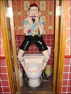 Huge Collection of funny, strange and weird toilets / urinals from around the world Frog Bathroom, Bathroom Humor, Asian Toilets, Funny Images, Funny Pictures, Vintage Funny Quotes, Creepy Guy, Toilet Training, Funny Cat Videos