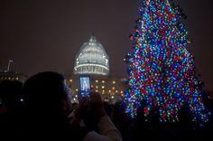Pin for Later: Frohe Weihnachten! So feiern die Menschen rund um den Globus. Washington