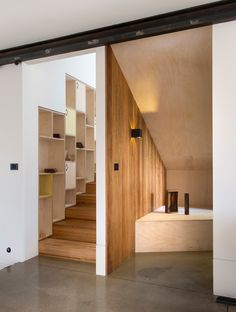 Rather than wasting space with one, long space, this compact modern home in Melbourne, Australia, was designed with a seating area, storage,...