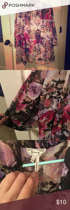 So pretty kimono! Flowered, sheer, chiffon kimono. So lightweight and pretty. Goes well with a lot. Perfect for summer nights. Size xs/s. worn a few times but in great condition! Kirra Tops Tunics