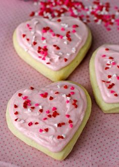 PALEO & VEGAN Sugar Cookies with frosting <3 sugar free and gluten free but probably too challenging for this round. Save for a future Valentine's day! Great recipe!