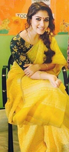 Printed blouse with plain saree Yellow Saree, Plain Saree, Simple Sarees, Saree Trends, Blouse Models, Saree Look, Beautiful Saree, Beautiful Roses, Saree Styles