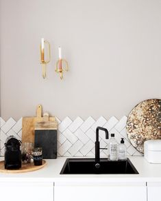 Metro Tiles Kitchen, Home Kitchens, Kids Rugs, Ceiling Lights, Interior Design, Inspiration, Home Decor, Amsterdam, Instagram