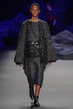Coleção // Fernanda Yamamoto, SPFW, Inverno 2015 RTW // Foto 18 // Desfiles // FFW Fernanda Yamamoto, Lace Skirt, Skirts, Fashion, Winter Time, Photos, Tricot, Moda, Skirt