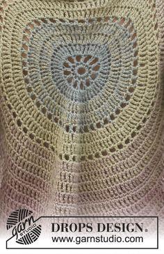Summer Circle / DROPS 136-1 - Giacca DROPS lavorata in cerchio con 2 fili di BabyAlpaca Silk. Taglia: Dalla S alla XXXL.