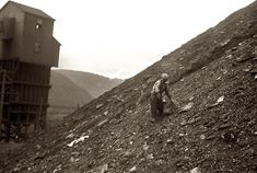 1937. Salvaging coal from the slag heap at Nanty Glo, Pennsylvania. Coal pickers get 10 cents for each hundred-pound sack or two dollars a ton. One man can make from 10 to 20 sacks a day.
