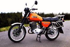 MZ ETZ 250 Ab 1984 übernahm Zubehörhändler Hein Gericke den Vertrieb im Westen und bot die Solo-ETZ 250 für 2300 Mark, das Gespann für 4600 Mark an.