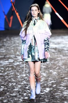 Hunter Original - The #ombre effect complementing the #oversized silhouette. The sheerness of the #raincoat particularly caught my eye; it's quite nice that the #print underneath can still add character.