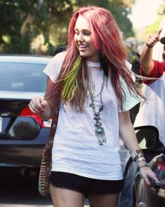 Come onnn Miley with pink hair??