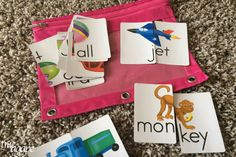 10 Toddler Busy Bags For Traveling- matching word and picture cards