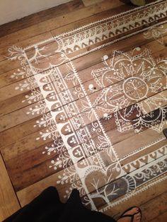 Tapis alfombra pintada sobre madera