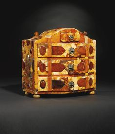 North German, probably Danzig, first quarter 18th century AMBER TABLE CABINET