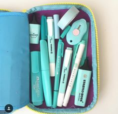 What's in your pencil case? Stationary Supplies, Stationary School, Cute Stationary, School Stationery, Art Supplies, Too Cool For School, Back To School, Deco Cool, School Suplies