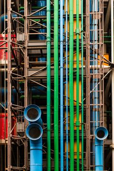 Centre Georges Pompidou, Paris, Renzo Piano and Richard Rogers. Renzo Piano, Architecture Design, Contemporary Architecture, Cultural Architecture, Amazing Architecture, Monuments, Ing Civil, Habitat Collectif, Richard Rogers