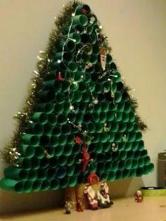 rbol de Navidad ecolgico con tubos rollo papel Chritsmas