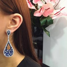 It is your time to shine with these dazzling #Gismondi1754 earrings! 18kt white gold with diamonds and sapphires ✨ #readyforthenight #earspiration #jewellery #madeinitaly #gismondi #diamonds #sapphire #earrings #mayfair #albemarlestreet