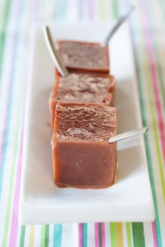 After Ate Chocolate Icepops, made using Epicures silicone ice cube tray. Great for the holidays. Epicure Recipes, Yummy Recipes, Recipies, Yummy Eats, Yummy Food, Iced Tea Recipes, Frozen Treats, Nutritious Meals, Holiday Treats