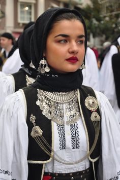 Greek Traditional Dress, Traditional Outfits, Caucasian Race, Greek Costumes, Beautiful People, Beautiful Women, Greek Culture, Greek Jewelry, Folk Costume