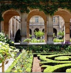 My Secret Paris by Lisette: Paris Hidden gardens - Festival of Paris Gardens  Something I would like to do if I am ever in Paris at this time of year