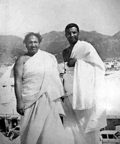 A very rare photo of Mohammed Rafi Saab during #Haj at Mina 1973. Follow बॉलीवुड डायरेक्ट Bollywoodirect
