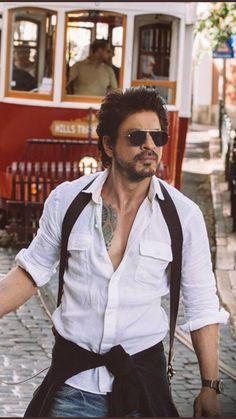 Shahrukh khan pose - shah rukh khan pose - shahrukh khan pose - pose d. Shahrukh Khan And Kajol, Shah Rukh Khan Movies, Aamir Khan, Bollywood Stars, Bollywood Fashion, Richest Actors, Srk Movies, Sr K, Star Wars