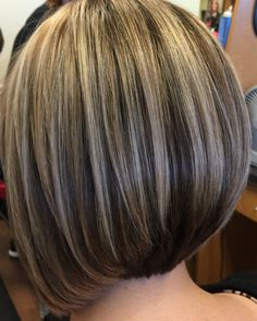 Nothing beats a fresh cut and a color to bring back the life of your style, loving this bob. Hair Color And Cut, Haircut And Color, Brown Hair With Blonde Highlights, Hair Highlights, Medium Hair Styles, Short Hair Styles, Pinterest Hair, Layered Hair, Great Hair
