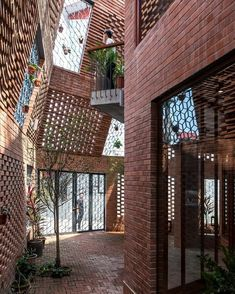 brick architecture Brick Cave House by Vietnamese Studio Hamp;P Architects Vernacular Architecture, Contemporary Architecture, Natural Architecture, Minimalist Architecture, Architecture Portfolio, Brick Design, Facade Design, Cave House, Modern Architecture