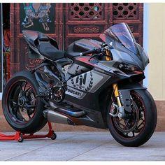 @hugsticker_customs ➖➖➖➖➖➖➖➖➖➖➖➖➖➖➖ #2wheelslovers #Motorcycle #instamotogallery #ducati #bikelife #moto #motogp #sportbike #superbike #instamotorcycle #instamoto #pistonaddictz #bikeswithoutlimits #sportsbikelife #r1 #honda #yamaha #kawasaki #suzuki #mvagusta #cbr600rr #r6 #s1000rr #bikenight #yzf #yamahar1 #rideout #motogp2016 #bikerchick  #harleydavidson