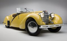 The 1935 Bugatti Type 57 Grand Raid Roadster is one of ten ever built, and one of two with a custom interior and rumble seat by the Swiss auto group Carrosserie Worblaufen. Bugatti Type 57, Bugatti Cars, Bugatti Veyron, Bugatti Royale, Grand Raid, Vintage Cars, Antique Cars, Volkswagen, Auto Retro