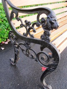 Vintage Metal Bench Ends.Antique Cast Iron Bench Legs Ornate Black Bench Ends Pair . A New Chapter: DIY: Restoring A Park Bench. Cast Iron Garden Bench, Cast Iron Bench, Outdoor Dining Chairs, Outdoor Living, Outdoor Decor, Chair Bench, Diy Chair, Chair Cushions, Wrought Iron Bench