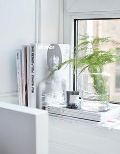 simplistic soft fern fronds in glass vase white grey decor Modern Grey Kitchen, Grey Kitchen Designs, Window Ledge Decor, Window Frames, Window Ideas, Kitchen Window Sill, Plants On Window Sill, Bedroom Windows, Windows Decor