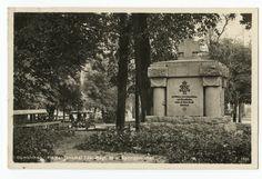 Gumbinnen, Heldendenkmal Füs. Regt. 33 und Springbrunnen