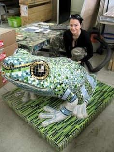 This frog mosaic creation will grace a new resort casino by squirting water out of his mouths into the swimming pool. No idea who the woman is (she is NOT the designer/artist)gard Mosaic Artwork, Mosaic Wall, Mosaic Glass, Mosaic Tiles, Stained Glass, Glass Art, Mosaic Mirrors, Sea Glass, Mosaic Crafts