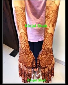 Henna Stain! For mehndi order bookings and classes contact 09833887817... #hennastain #mehndistain #hennacolour #deep #dark #intense #beautiful #bridalconcept #mehendidesign #hennamehndi #bodyart #kinjalmehndiart #mumbai #eid2018 #eidhenna